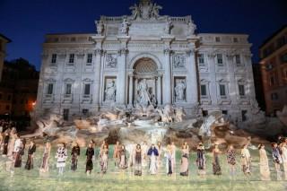 Fendi sfilata Fontana di Trevi
