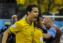 Hernanes, fonte Di copa2014.gov.br - Brazil beat Croatia in World Cup opening match, CC BY 3.0, https://commons.wikimedia.org/w/index.php?curid=33393704