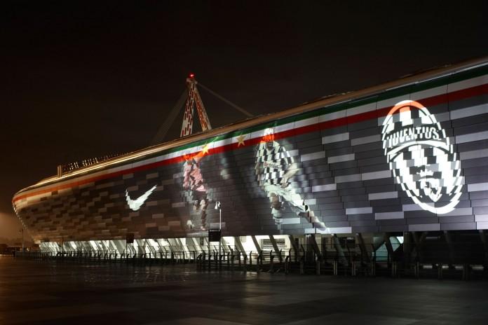 Juventus Stadium, fonte By Hpnx9420 at English Wikipedia, CC BY-SA 3.0, Link