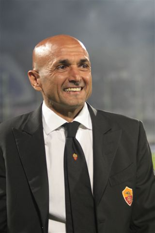 Luciano Spalletti, fonte By Photojournalist Roberto Vicario - Photojournalist Roberto Vicario, CC BY-SA 3.0, https://commons.wikimedia.org/w/index.php?curid=6775761