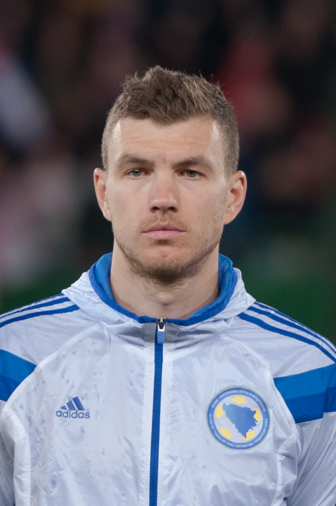 Edin Dzeko, fonte By Ailura, CC BY-SA 3.0 AT, CC BY-SA 3.0 at, https://commons.wikimedia.org/w/index.php?curid=39395195
