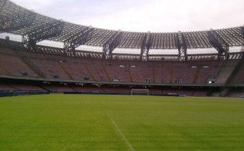 Stadio San Paolo, casa del Napoli, fonte Di Pochos di Wikipedia in italiano, CC BY-SA 3.0, https://commons.wikimedia.org/w/index.php?curid=24758037