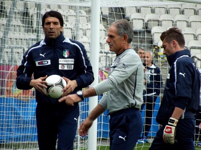 Morgan De Sanctis con Buffon fonte foto: Di Piotr Drabik - Flickr: DSCF0294, CC BY 2.0, https://commons.wikimedia.org/w/index.php?curid=20243633