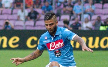 Lorenzo Insigne fonte foto: Di Photo by Clément Bucco-LechatCropped by Danyele - Original photo, CC BY-SA 3.0, https://commons.wikimedia.org/w/index.php?curid=57130305