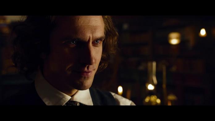 Dan Stevens (Charles Dickens), film The Man Who Invented Christmas, fonte screenshot youtube