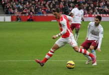 Mesut Ozil, fonte By Ronnie Macdonald from Chelmsford and Largs, United Kingdom - Mesut Özil on the ball 4, CC BY 2.0, https://commons.wikimedia.org/w/index.php?curid=38178913