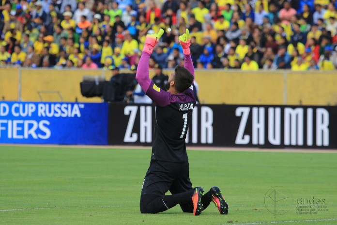 Alisson Becker, fonte By Agencia de Noticias ANDES - ECUADOR vs BRASIL / ARCO SUR, CC BY-SA 2.0, https://commons.wikimedia.org/w/index.php?curid=51047016