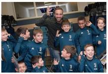Higuain e i bambini delle Juventus Academy