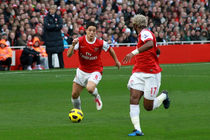 Samir Nasri e Alex Song, fonte By Ronnie Macdonald from Chelmsford, United Kingdom - Samir Nasri and Alex Song, CC BY 2.0, https://commons.wikimedia.org/w/index.php?curid=25806570