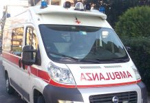 Ambulanza, fonte By Corvettec6r - Own work, Public Domain, https://commons.wikimedia.org/w/index.php?curid=8983604
