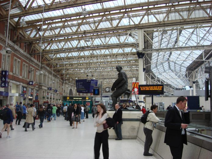 The concourse at Waterloo Station – Fonte Wikipedia.org