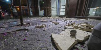 Napoli, cede tirante del filobus: turista ferito (fonte: Newfofotosud)
