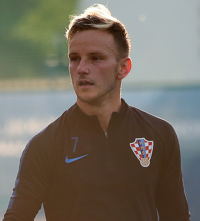 Ivan Rakitic, fonte By Кирилл Венедиктов - https://www.soccer.ru/galery/1053184/photo/729647, CC BY-SA 3.0, https://commons.wikimedia.org/w/index.php?curid=70539900
