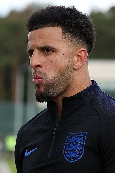 Kyle Walker, fonte By Кирилл Венедиктов - https://www.soccer.ru/galery/1053441/photo/729805, CC BY-SA 3.0, https://commons.wikimedia.org/w/index.php?curid=69933210