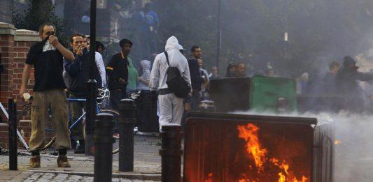Rivolta anti coprifuoco a Napoli