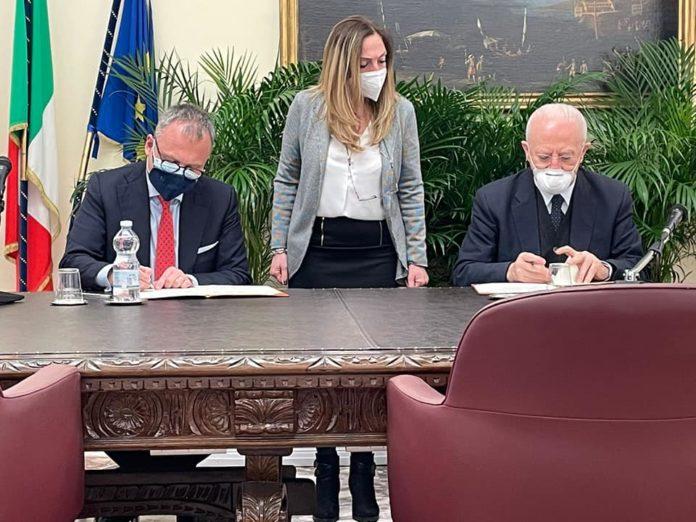 Il Sindaco di Casoria Raffaele Bene ha firmato con De Luca l'accordo di programma per il PICS